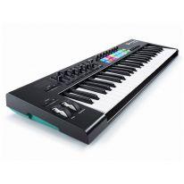 Novation Launchkey 49 MK2 MIDI-koskettimisto / kontrolleri