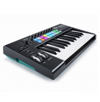 Novation Launchkey 25 MK2 MIDI-koskettimisto / kontrolleri