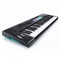 Novation Launchkey 49 MK2 MIDI-koskettimisto / kontrolleri